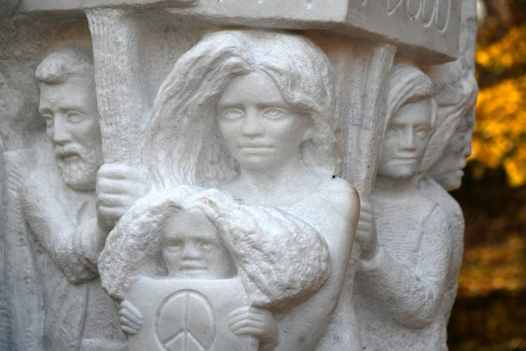 Pete Seeger Statue detail 1